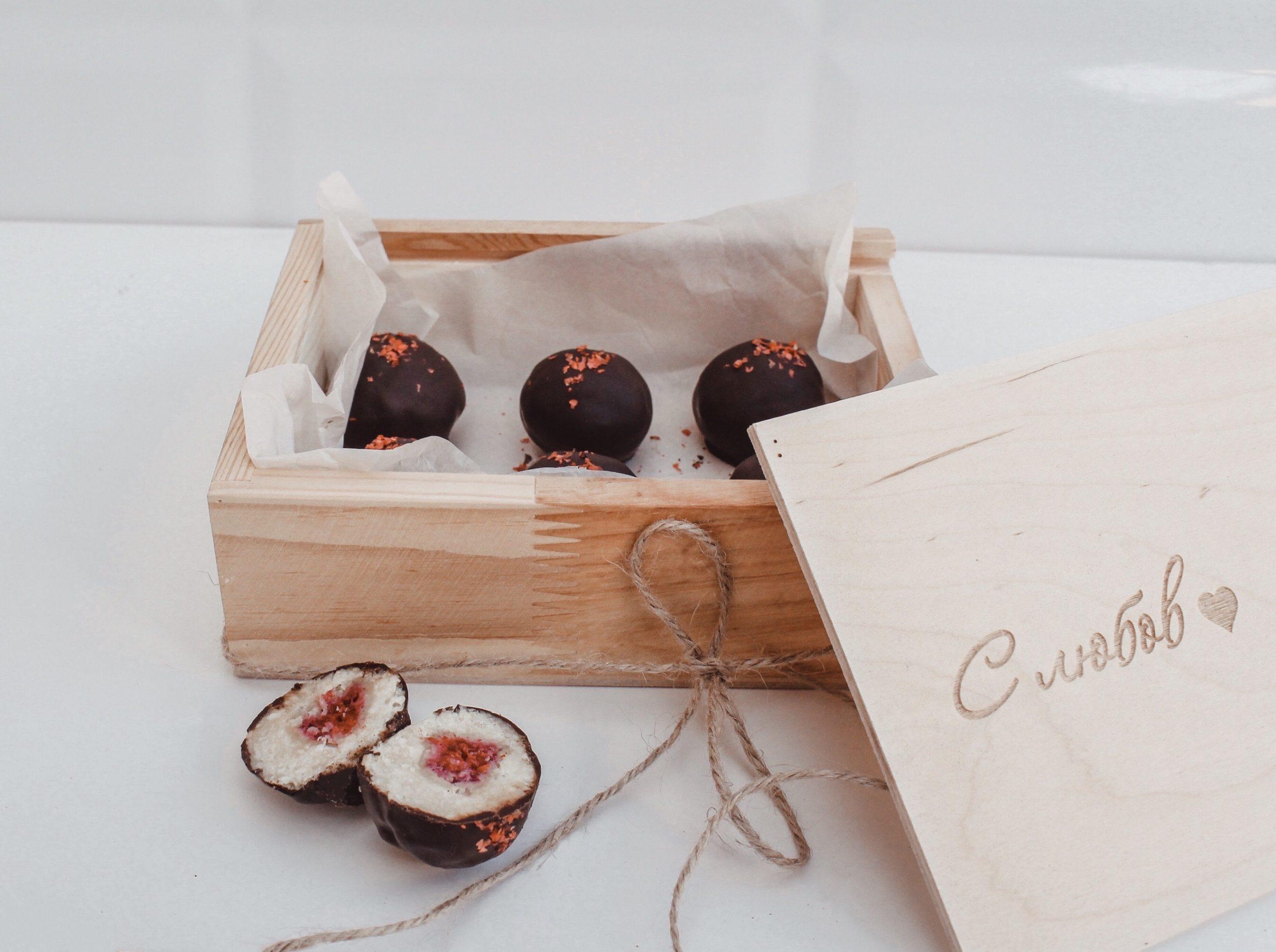 Сурови бонбони с кашу, малини и черен шоколад 4