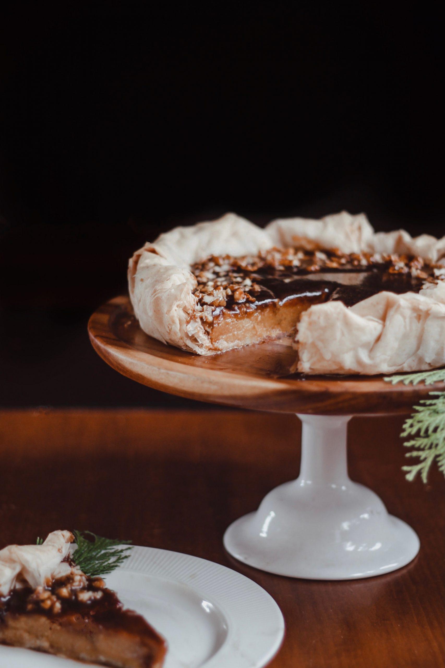 Веган тиквен пай с готови кори, солен карамел и карамелизирани орехи 1