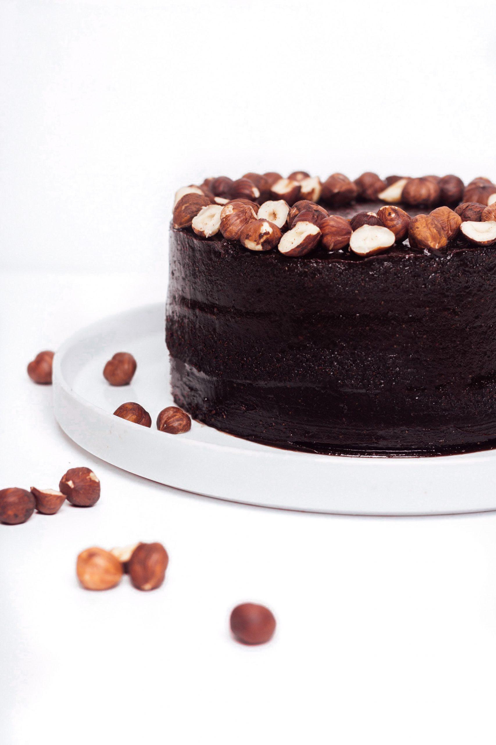 Шоколадова торта с лешници 1