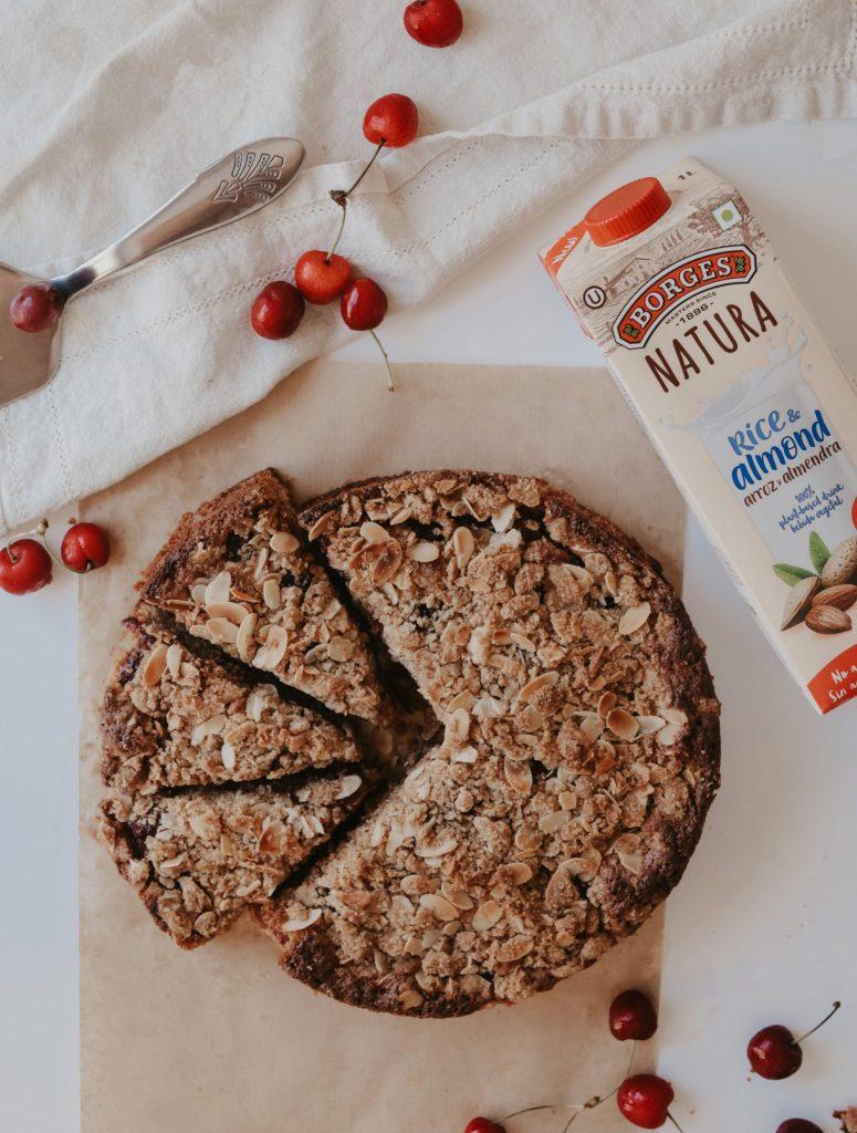 Кейк с череши и бадемов крамбъл 1
