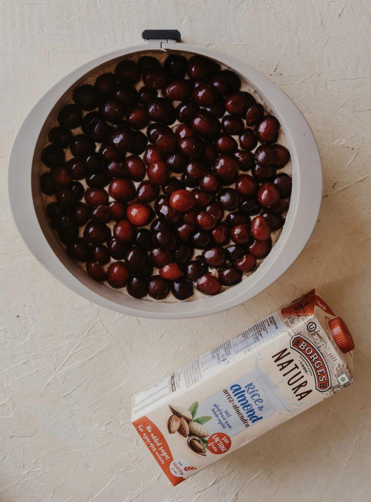 Кейк с череши и бадемов крамбъл 3