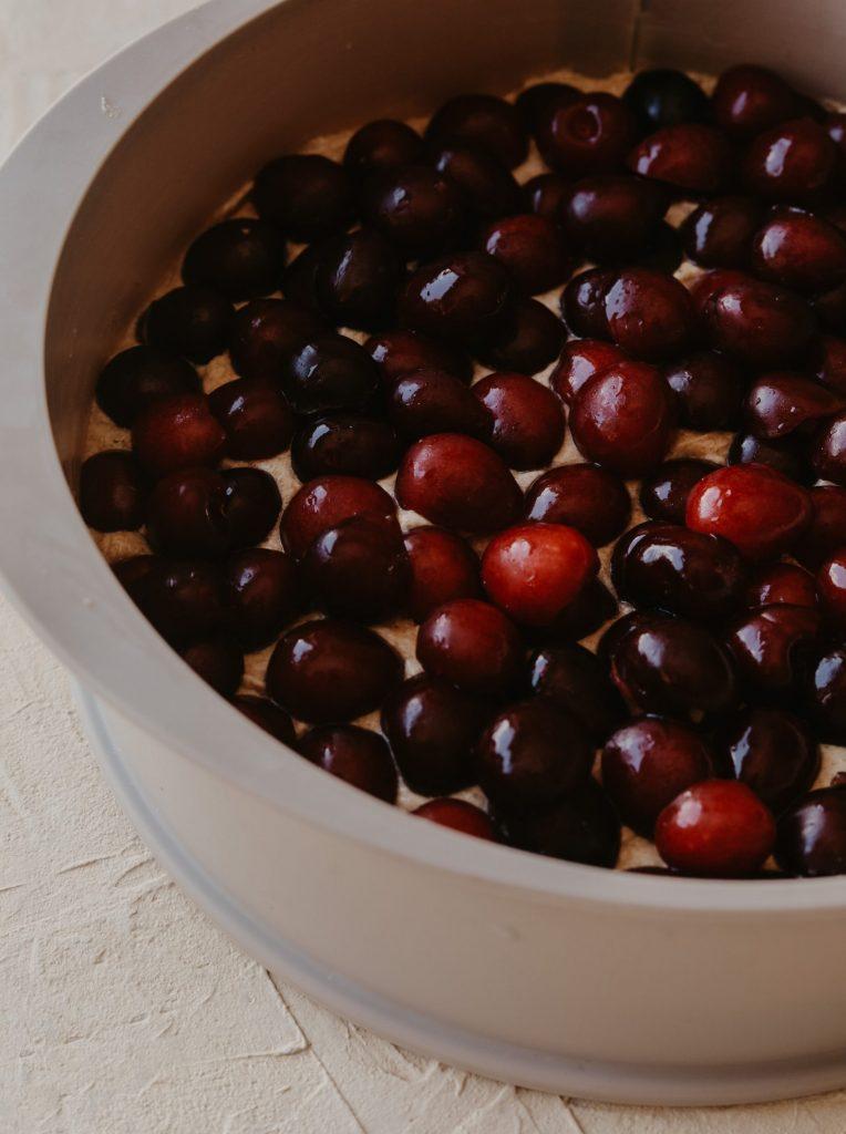 Кейк с череши и бадемов крамбъл 4