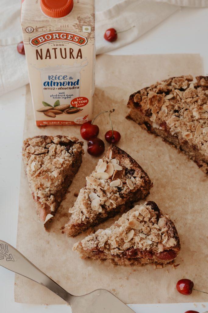 Кейк с череши и бадемов крамбъл 5